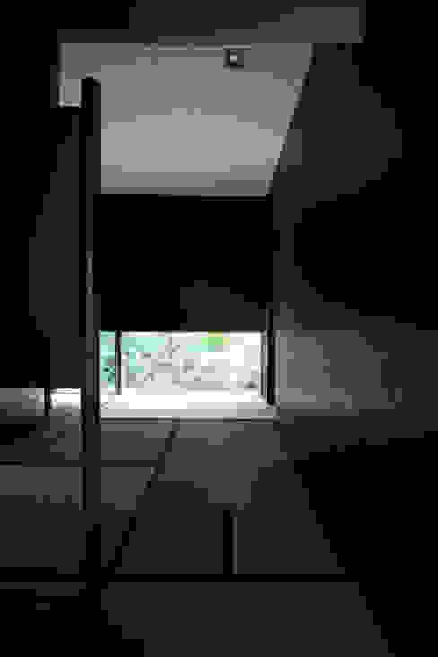 木立に佇む家: 設計事務所アーキプレイスが手掛けた和室です。,クラシック