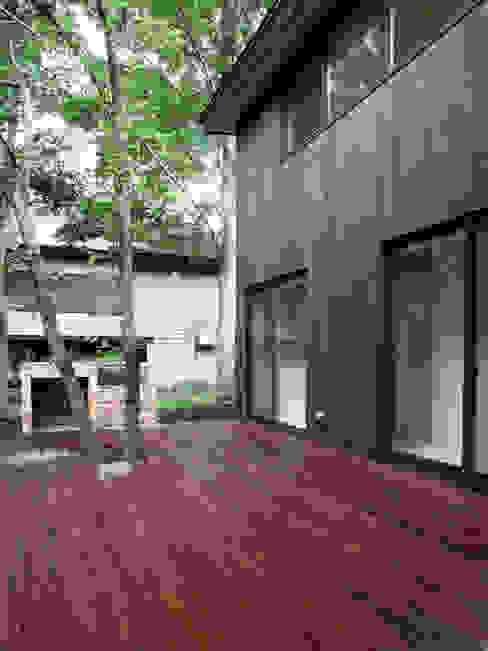 木立に佇む家 設計事務所アーキプレイス 北欧デザインの テラス
