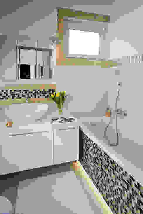 MIESZKANIE 54 M2 Nowoczesna łazienka od KRAMKOWSKA|PRACOWNIA WNĘTRZ Nowoczesny