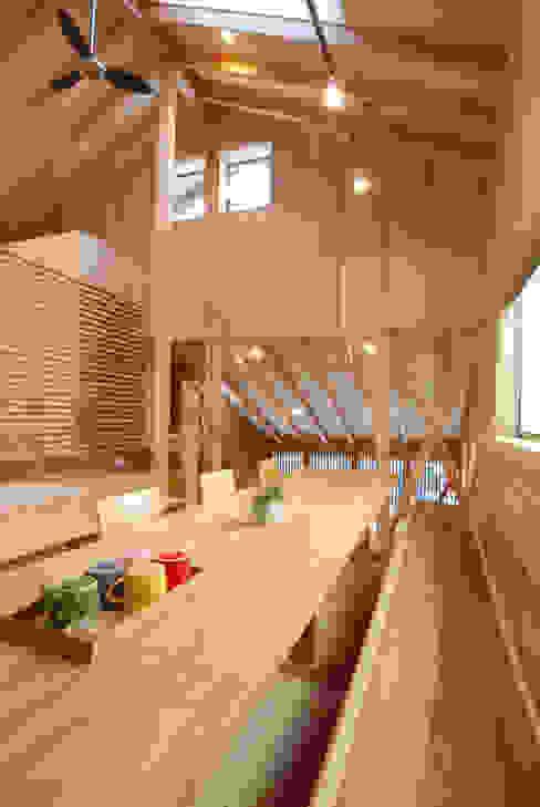 ダイニングテーブル&ベンチ: 豊田空間デザイン室 一級建築士事務所が手掛けた折衷的なです。,オリジナル