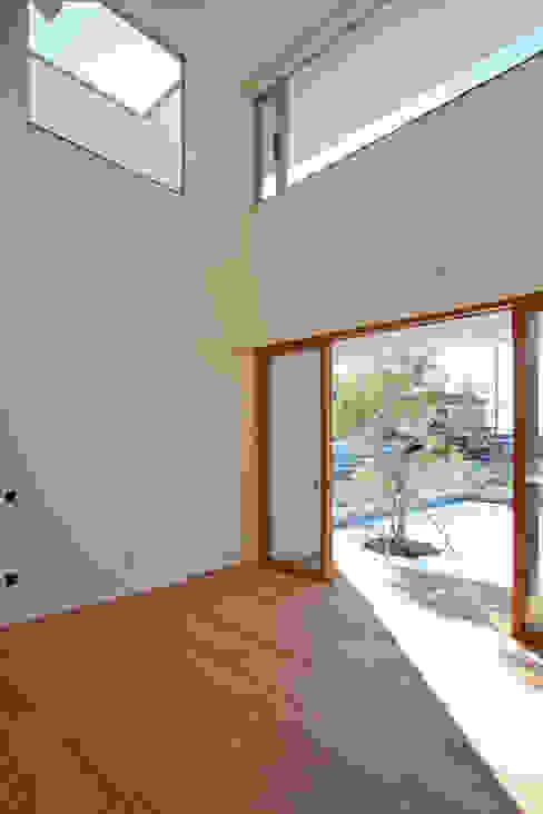くるりのある家: 設計事務所アーキプレイスが手掛けたリビングです。,モダン