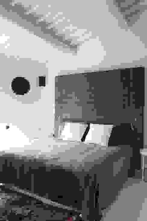 Ristrutturazione casa colonica Camera da letto moderna di CuboBianco Moderno
