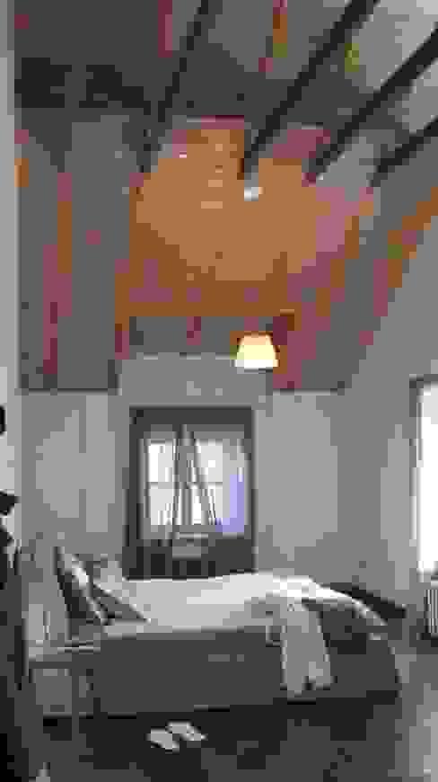 Camera da letto in stile  di Архитектор Владимир Калашников