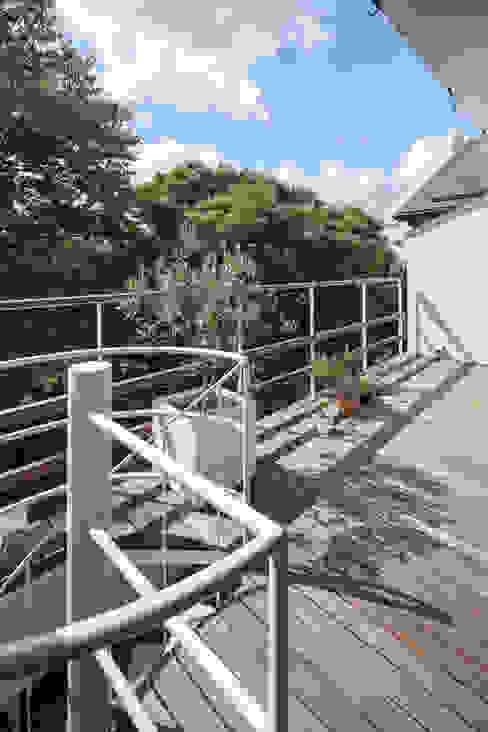 緑あふれるアトリエのある家 設計事務所アーキプレイス モダンデザインの テラス