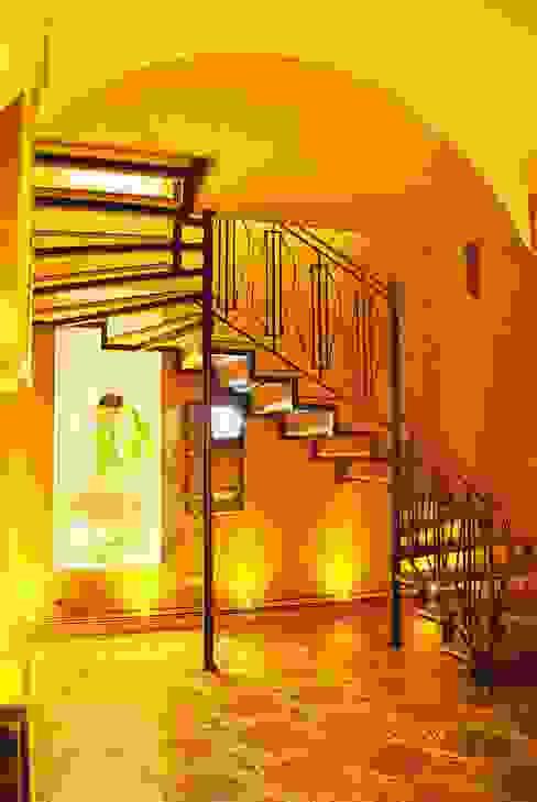 Частный дом 3: Коридор и прихожая в . Автор – Архитектор Владимир Калашников , Классический