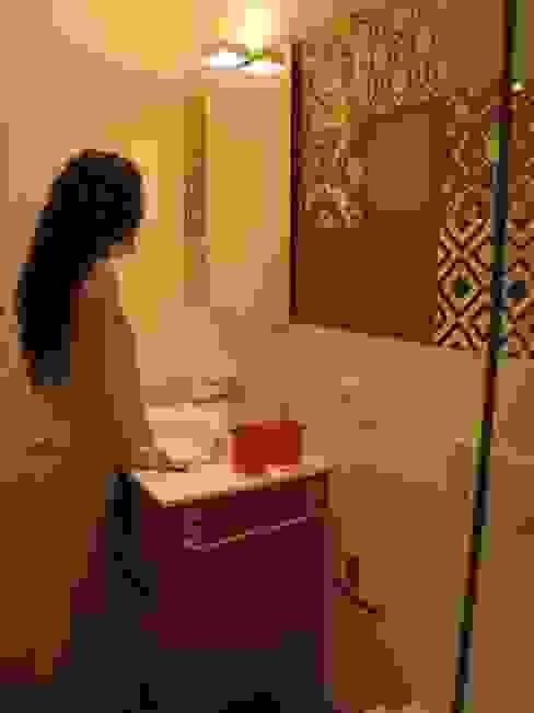 Reforma de vivienda en el Centro de Pamplona Baños de estilo ecléctico de Rooms de Cocinobra Ecléctico