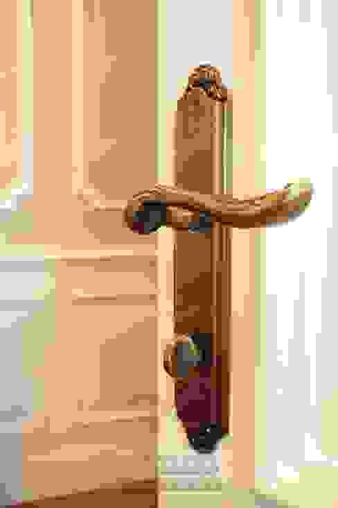 Оформление дверей и ручек под старину от Дизайн студия Ольги Кондратовой Классический