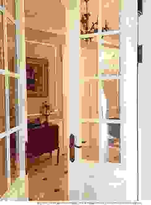 Классические двери в интерьере: Окна в . Автор – Дизайн студия Ольги Кондратовой,