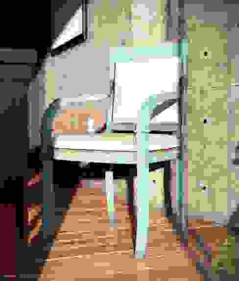 Patio House - Chair: Comedores de estilo  por arQing, Colonial