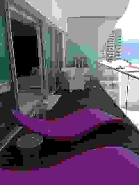 ICON Balcones y terrazas modernos de DECO Designers Moderno