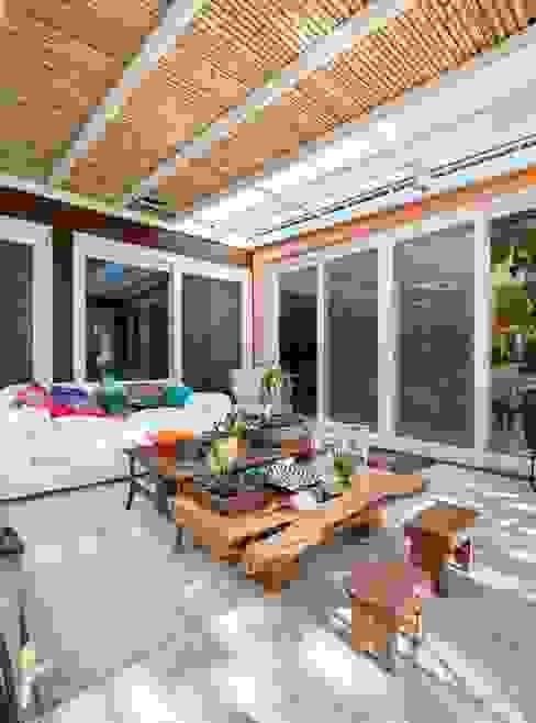 Terrasse de style  par Kali Arquitetura, Moderne