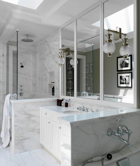 homify BathroomBathtubs & showers