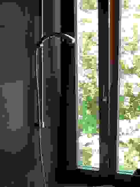Casas de banho modernas por WERKHAUS Architekten Ingenieure Moderno