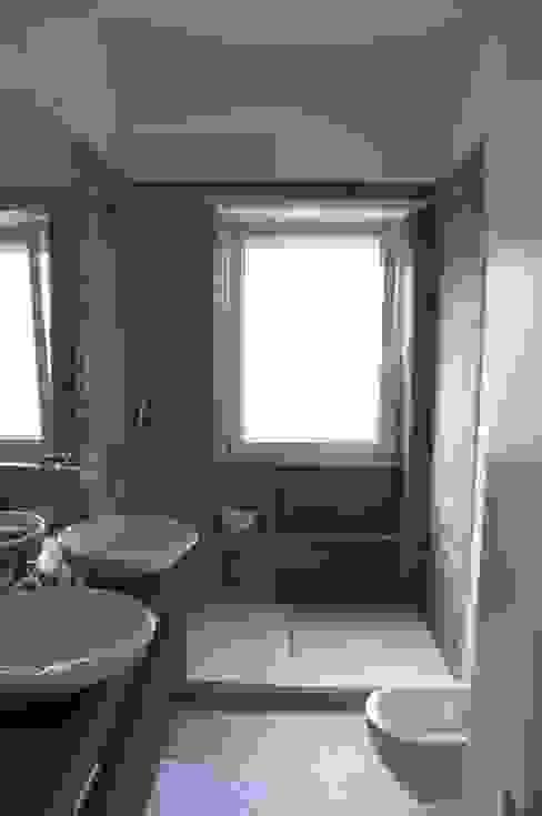 La sala da bagno Bagno moderno di Silvia Panaro Architettura e Design Moderno