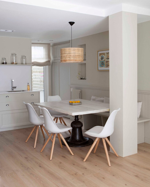 IN PLACE Scandinavian style dining room by La Maison Barcelona Scandinavian