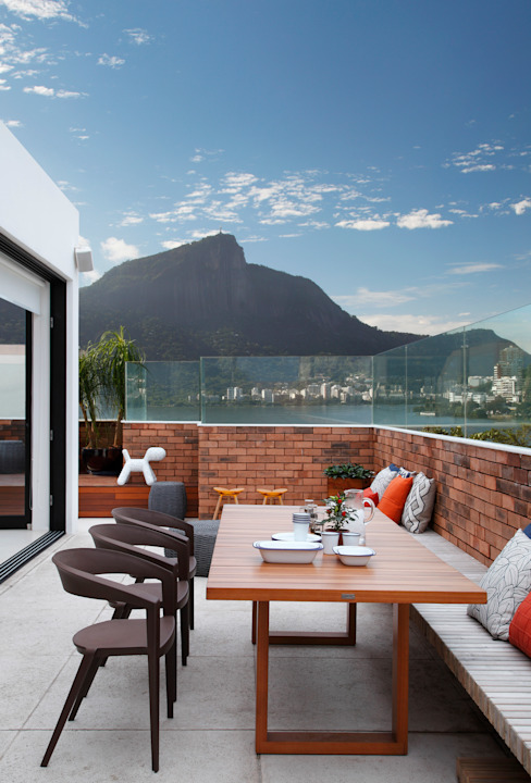 Modern terrace by Yamagata Arquitetura Modern