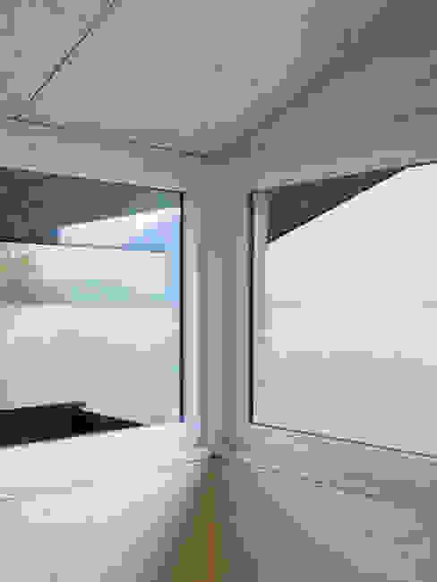 Ferienhausumbau in Leissigen Rustikale Fenster & Türen von Oliver Brandenberger Architekten BSA SIA Rustikal