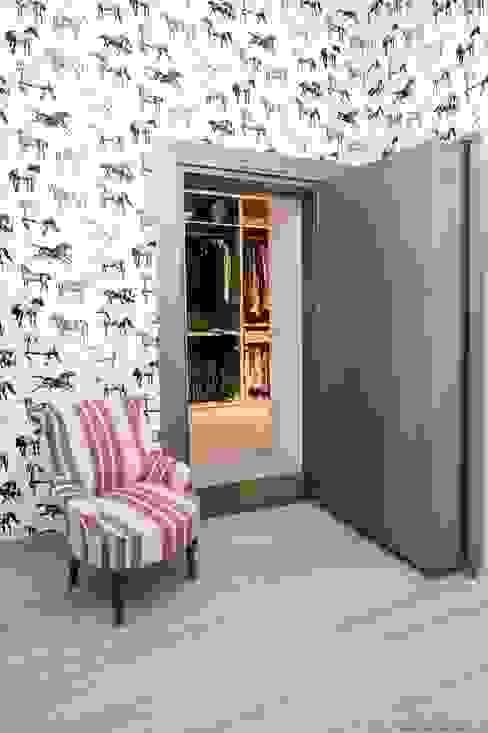 IN PLACE Гардеробная в стиле модерн от La Maison Barcelona Модерн