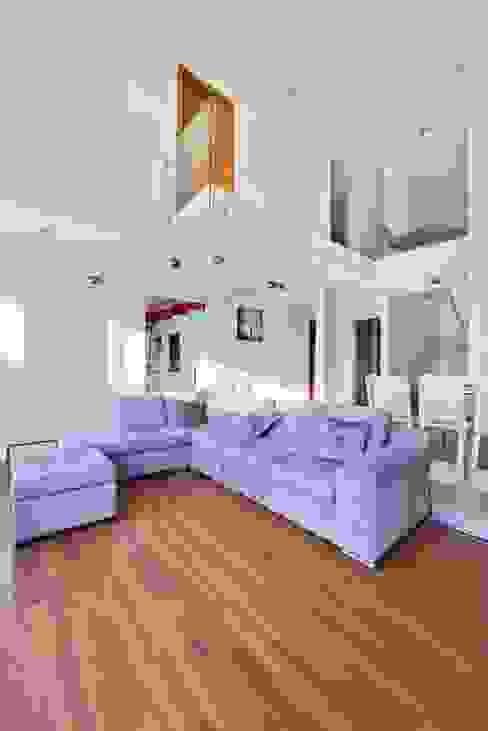 Ruang Keluarga Minimalis Oleh Excelencia en Diseño Minimalis