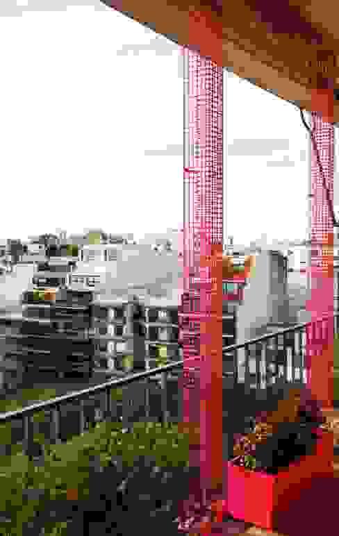 Balcones y terrazas de estilo moderno de Estudio Nicolas Pierry: Diseño en Arquitectura de Paisajes & Jardines Moderno
