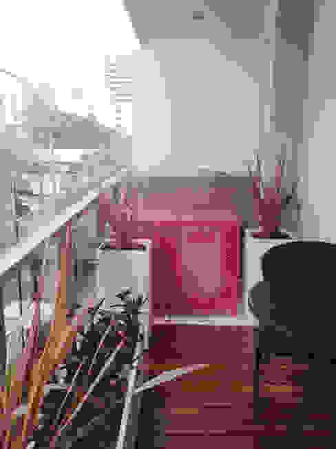 Balcón Rosado Balcones y terrazas modernos: Ideas, imágenes y decoración de Estudio Nicolas Pierry: Diseño en Arquitectura de Paisajes & Jardines Moderno