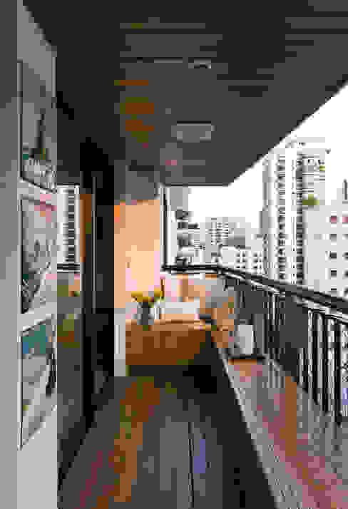 Real Parque Loft Varandas, marquises e terraços modernos por DIEGO REVOLLO ARQUITETURA S/S LTDA. Moderno