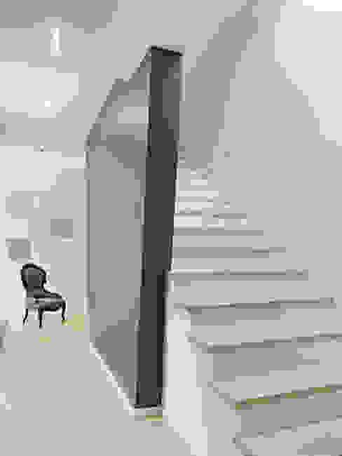 Ingresso, Corridoio & Scale in stile minimalista di Gritzmann Architekten Minimalista