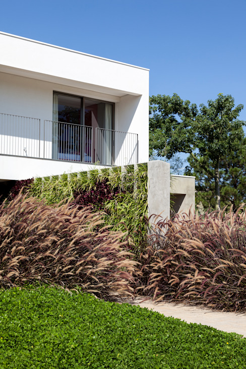 Minimalist houses by Consuelo Jorge Arquitetos Minimalist