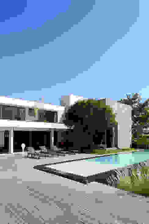 Casas minimalistas por Consuelo Jorge Arquitetos Minimalista