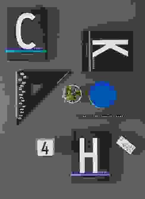 Uitgebreide collectie kantoorbenodigdheden van Design Letters:  Studeerkamer/kantoor door Kleuroptafel,