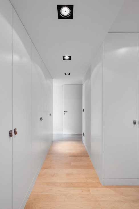 Four villas condominium in Queijas, Oeiras Minimalist Giyinme Odası Estúdio Urbano Arquitectos Minimalist