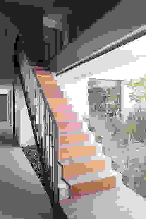 Hành lang theo Consuelo Jorge Arquitetos, Tối giản