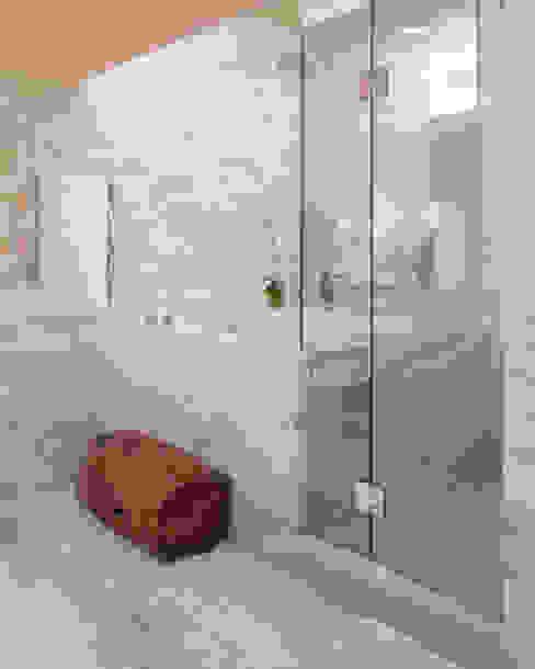 Baños minimalistas de Banyo Tadilatları Minimalista