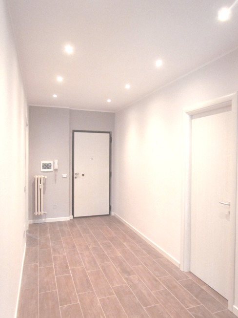 Modern Corridor, Hallway and Staircase by Easy Relooking Modern
