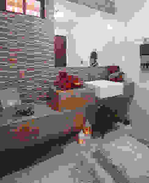 Phòng tắm phong cách mộc mạc bởi Celia Beatriz Arquitetura Mộc mạc