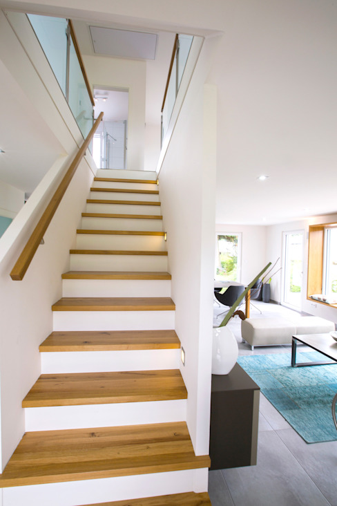 Dennert Massivhaus GmbH Couloir, entrée, escaliers modernes