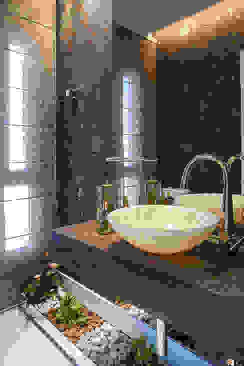 Residência Banheiros modernos por Andreia Benini Arquiteta Moderno