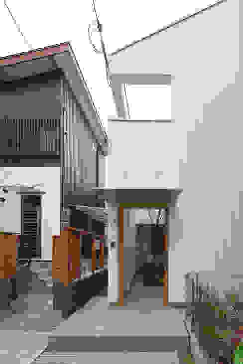 Casas modernas: Ideas, imágenes y decoración de 樋口章建築アトリエ Moderno