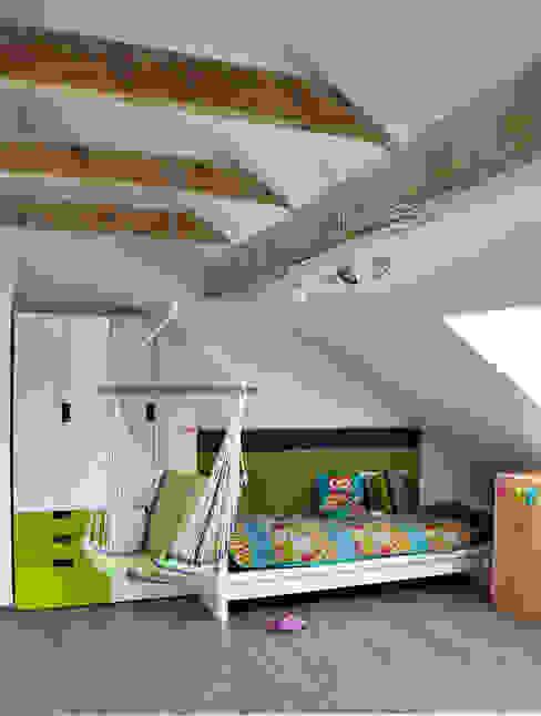 Mieszkanie dwupoziomowe w Kiełczowie Skandynawski pokój dziecięcy od Pracownia Kaffka Skandynawski