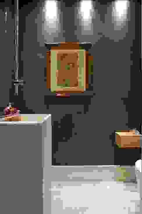 Apartamento Ninho Banheiros minimalistas por Coutinho+Vilela Minimalista