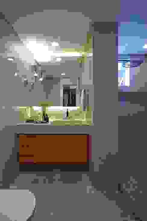 Apartamento Ninho Banheiros modernos por Coutinho+Vilela Moderno