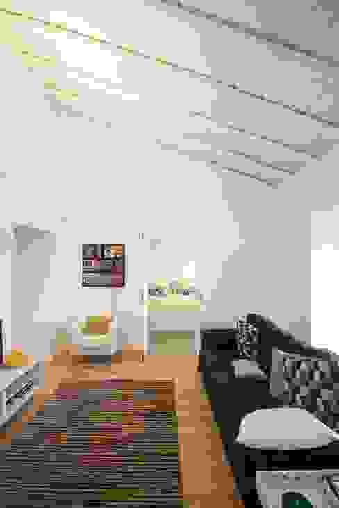 Casa em Corte Gafo, Mértola Estúdio Urbano Arquitectos Salas de estar minimalistas