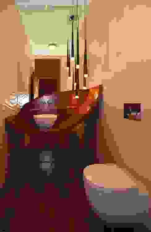 Rezydencja z basenem nad Zalewem Szczecińskim Nowoczesna łazienka od Architektura Wnętrz Daria Zaremba Nowoczesny