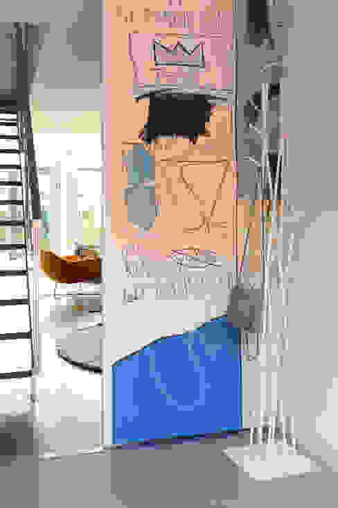 REFORMA VIVIENDA UNIFAMILIAR ADOSADA. EL SOTO DE LA MORALEJA. MADRID. 2007 Pasillos, vestíbulos y escaleras de estilo moderno de Bescos-Nicoletti Arquitectos Moderno