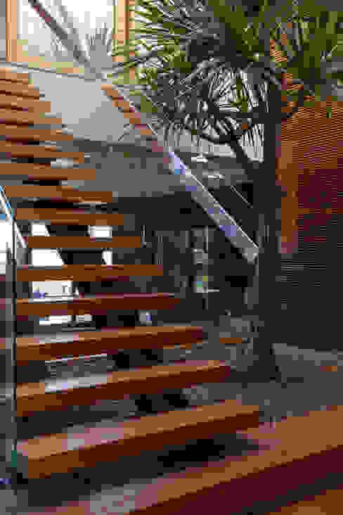 Fazenda em Bandeirantes - PR Corredores, halls e escadas campestres por Beth Nejm Campestre