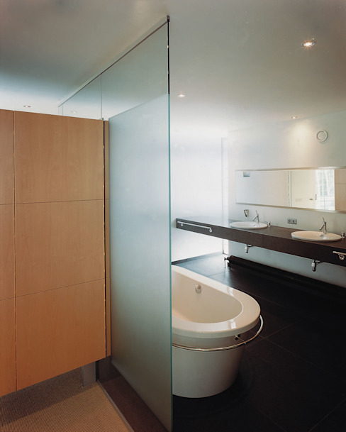 Badkamer Moderne badkamers van Lab32 architecten Modern