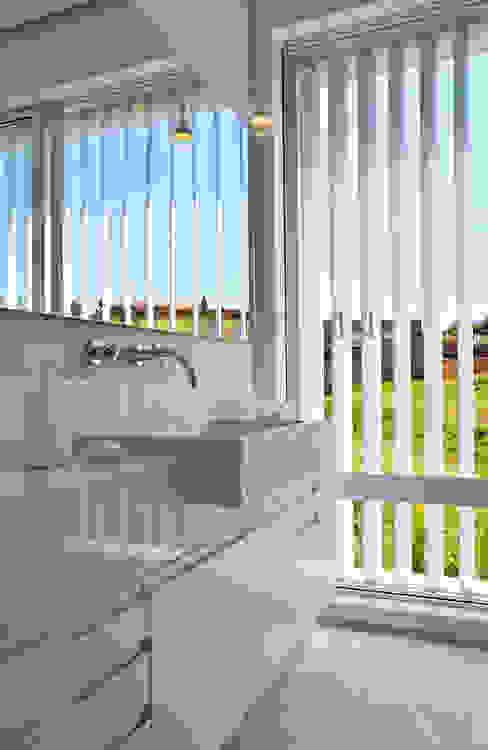 Banho solteiro Banheiros modernos por Maurício Queiróz Moderno