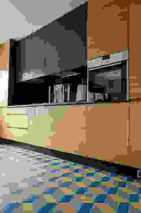 mieszkanie pomiędzy miastami | between big cities Skandynawska kuchnia od Studio Malina Skandynawski