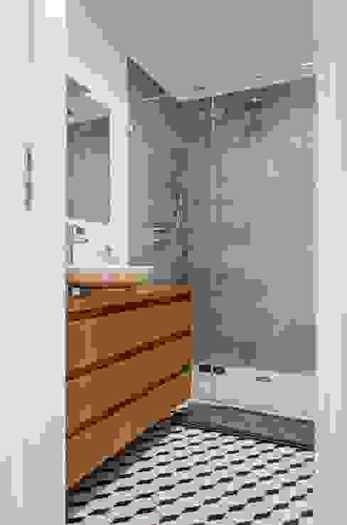 mieszkanie pomiędzy miastami | between big cities: styl , w kategorii Łazienka zaprojektowany przez Studio Malina