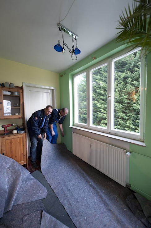 Eine saubere Angelegenheit Klassische Fenster & Türen von MR Gruppe Klassisch